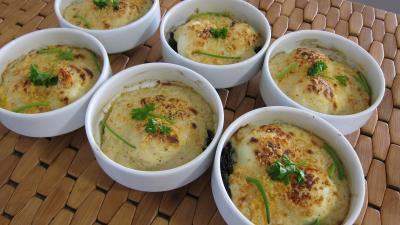 Oeufs mollets la florentine supertoinette la cuisine - Duree cuisson oeuf mollet ...