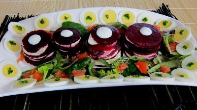 Vinaigrette à l'orange : Plat de mille-feuilles de betteraves au fromage frais de chèvre