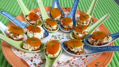 fixe chantilly : Cuillères d'abricots secs en amuse-gueule