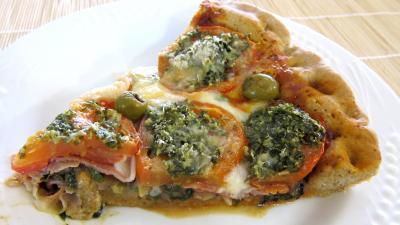 Pizza à la laitue et mozzarella