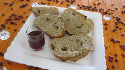 pain à base d'alcool : Assiette de tranches de pain au Porto
