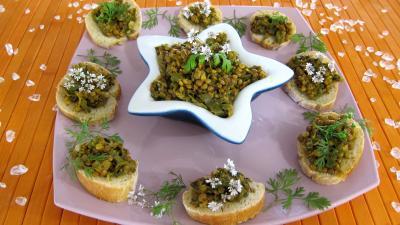 Image : Dal, dahl, daal, dhal - Assiettes et pain au dahl