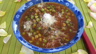 Image : Ramequin de sauce tomate aux petits pois