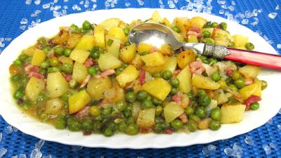 petit pois : Plat de pommes de terre à la sauce blanche