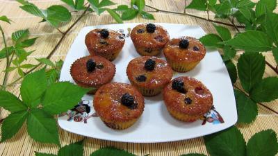réglisse : Assiette de cupcakes aux nashis et mûres