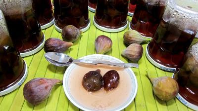 confiserie : Coupelles et pots de figues confites aux épices