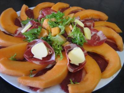 jambon cru : Assiette de melon et ses jambons