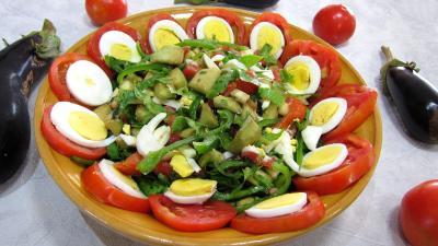 Image : Saladier d'aubergines crues en salade