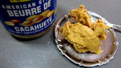 Image : Beurre de cacahuètes - Coupelle et pot de beurre de cacahuètes