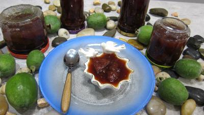 Recette Ramequin et pots de confiturede feijoas à la vanille