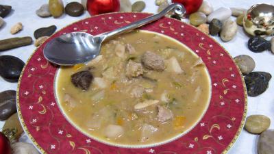 topinambour : Assiette de soupe de thon aux topinambours