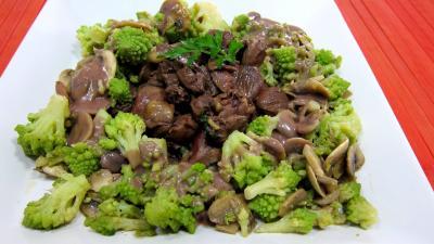 plat complet : Assiette de coeurs de carnard, légumes et sauce béchamel au vin rouge