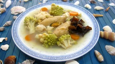 Image : Assiette de soupe de poisson et crustacés façon chinoise