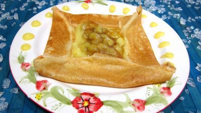 Image : Assiette de crêpe à la sauce citron et aux bananes