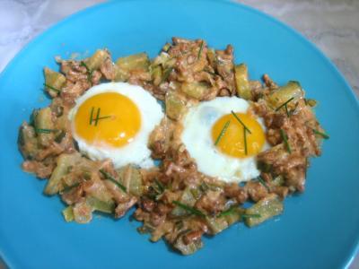 Légumes : Assiette d'oeufs au plat aux girolles