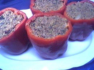 viande hachée : Assiette de poivrons farcis à la viande