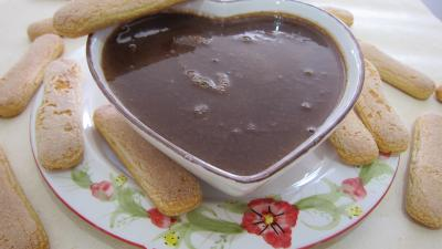 chocolat noir : Saladier de crème anglaise au chocolat