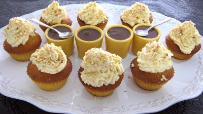 cupcakes : Plat de cupcakes aux noix de cajou et chocolat