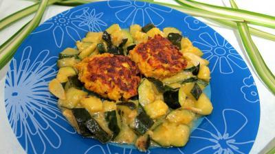 curcuma poudre : Assiette de boulettes de saumon aux courgettes façon marocaine