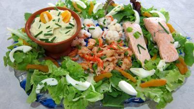entrée à base de poisson : Assiette de salade de la mer