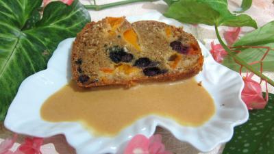 myrtille : Assiette de cake aux abricots et myrtille avec sa crème aux abricots et noix de coco