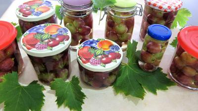 clou de girofle : Bocaux de raisins à l'eau de vie et épices