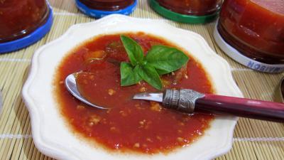 Cuisine diététique : Coupelle de conserve de sauce tomate au blanc de dinde