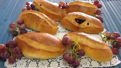 pain farci : Pains au lait aux raisins frais et cranberries secs