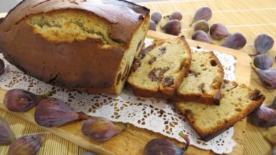 cake sucré : Plat de cake aux figues en tranches