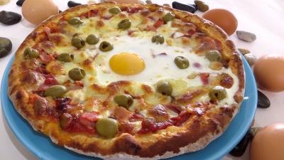 pizza au fromage : Assiette de pizza Capri