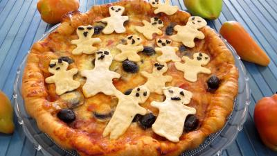 Pâte à pizza au lait : Assiette de pizza regina et ses fantômes