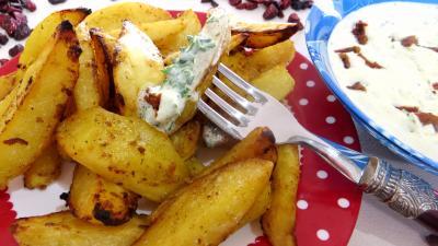 tomate séchée : Assiette de quartiers de pommes de terre au cumin