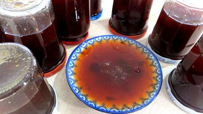 vin rouge : Coupelle de confiture aux restes de sangria et fruits