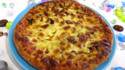 céleri graines : Assiette de pizza forestière