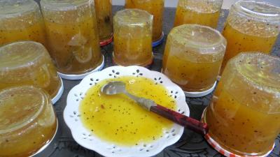 Image : Coupelle de marmelade de kiwis et de fruits d'hiver
