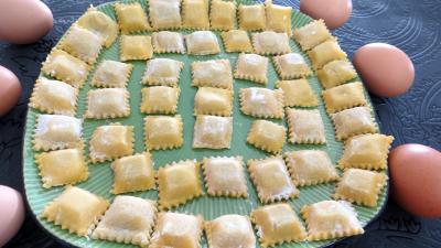 raviolis : Assiette de raviolis faits maison