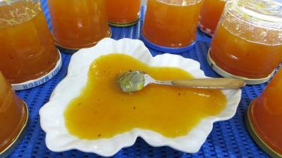 orange zeste : Coupelle et pots de confiture d'oranges et citrons