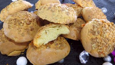pains variés : Boules de pain au brie