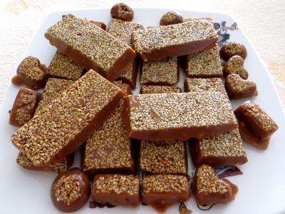 confiserie : Assiette de caramels aux cacahuètes