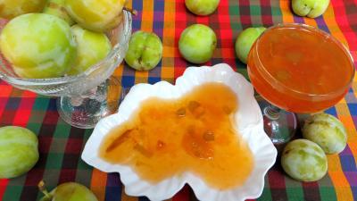 Image : Coupelle de confiture de prunes jaunes à la rhubarbe