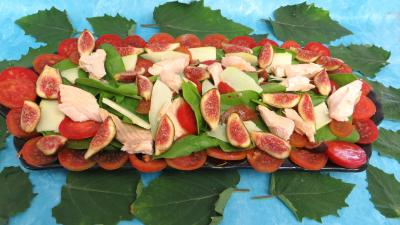 entrée à base de poisson : Plat de salade de truite