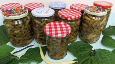 autocuiseur : Pots stérilisés d'haricots verts