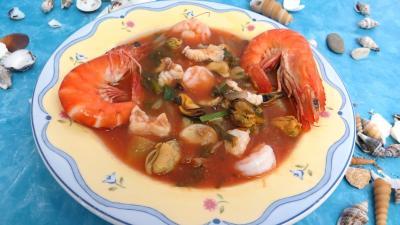 Conserves : Assiette de soupe de consommé marin terre et mer