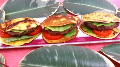 Image : Plat de pancakes façon hamburger