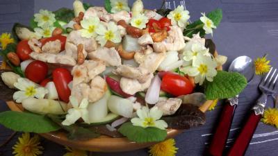 Cuisine diététique : Assiette de poulet aux asperges en salade