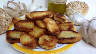 croûtons : Croûtons grillés à l'ail