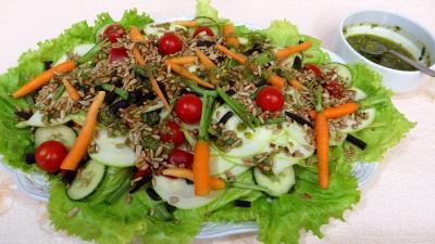 Image : Assiette de salade de courgette crue au pesto