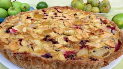 Desserts : Clafoutis aux pommes, prunes et cassis