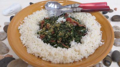 Recettes sans oeufs : Plat de sauté d'épinards avec son riz