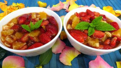 fraise : Bols de fraises et d'oranges